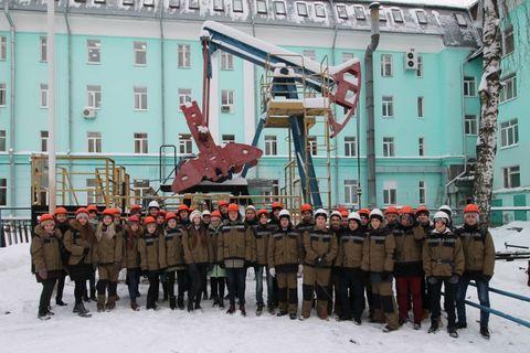 Студенты и преподаватели Института нефти и газа ФГБОУ ВО «УдГУ»