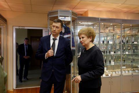 И. Манжуров и ректор Г.В. Мерзлякова на экскурсии