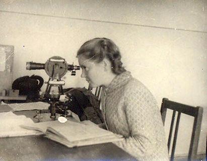 На занятиях по астрономии, 1950-е гг. (из личного архива Риммы Якимовой, выпускницы физмата)