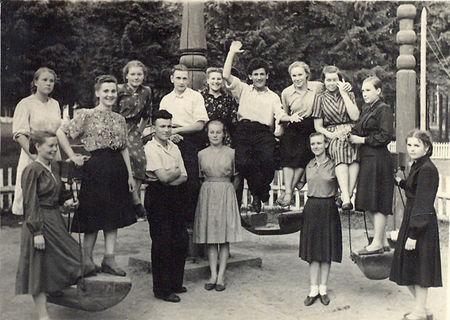 Студенты УГПИ в парке Кирова, лето 1952