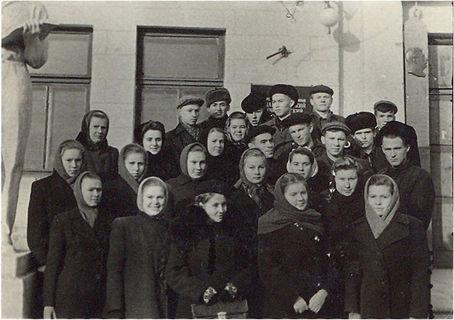 Студенты физмата, сентябрь 1951 г.